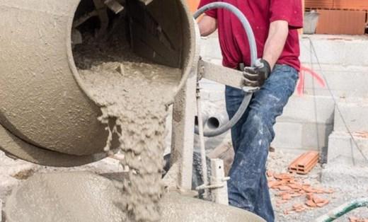 mencampur-beton-menggunakan-mesin-molen